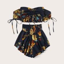 Top fruncido con estampado floral de hombros descubiertos con shorts-grande