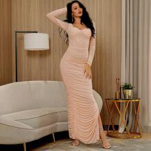 Kleid mit Schlitz, Ruesche und Netzstoff
