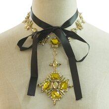 Halskette mit Edelstein Anhaenger