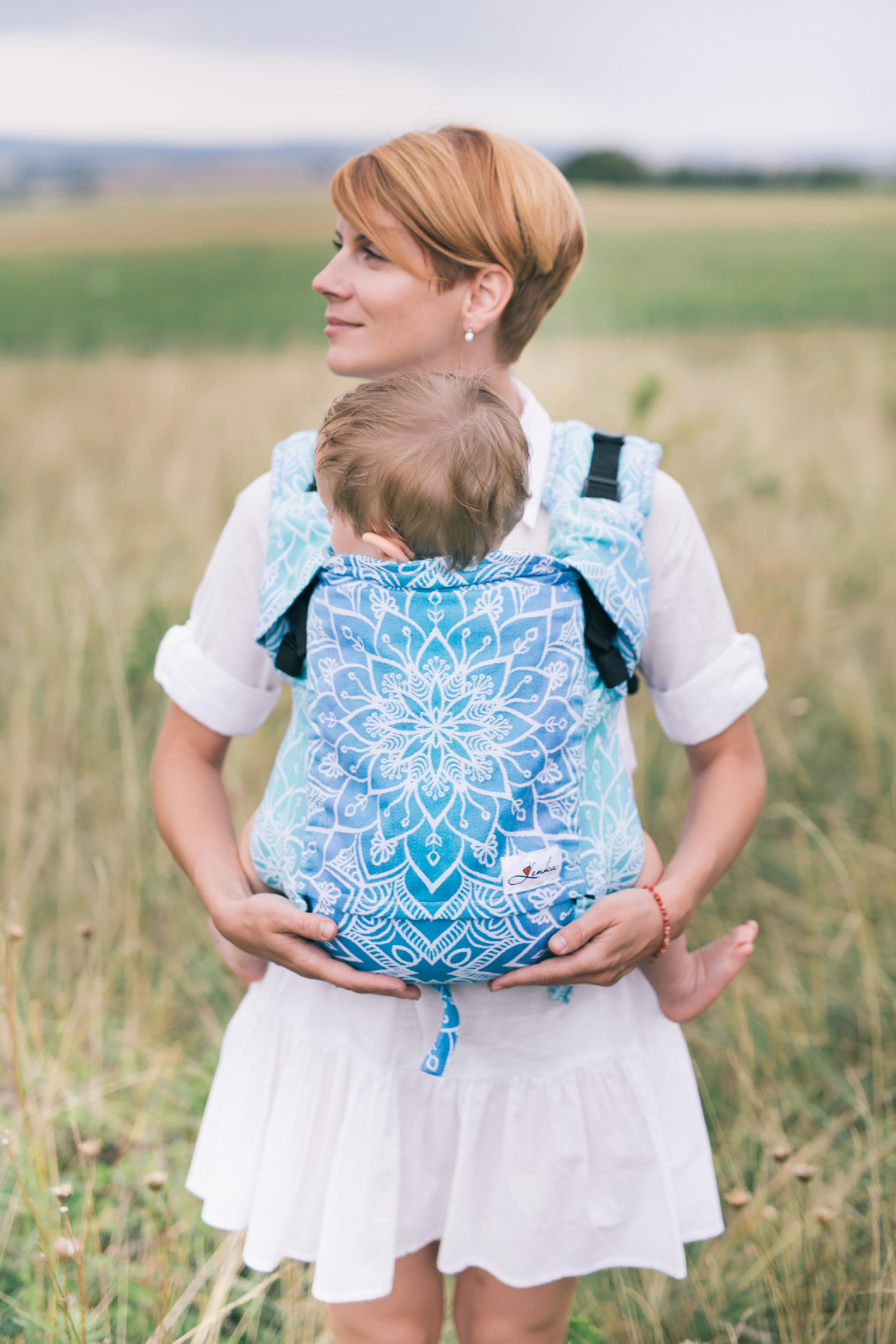 Babytrage Be Lenka 4ever - Mandala - blau breit mit der Moglichkeit der Uberquerung
