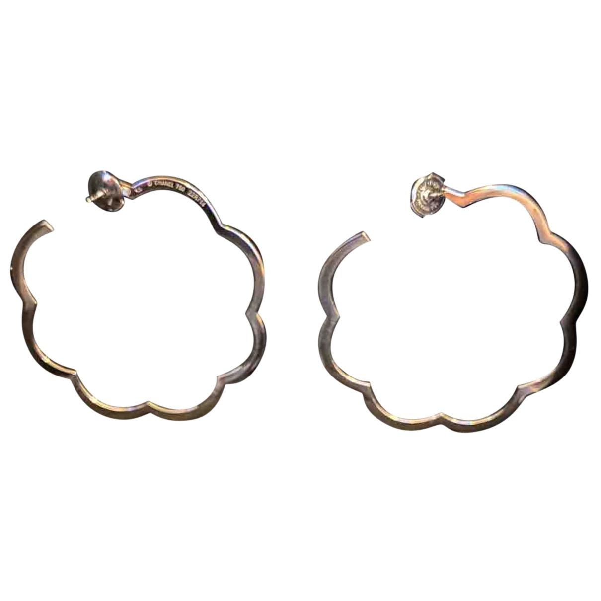 Chanel - Boucles doreilles Camelia pour femme en or blanc