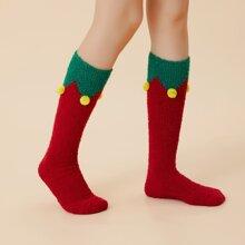 Flaumige Socken mit Pompon Dekor