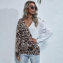 Camiseta escote V unida de leopardo