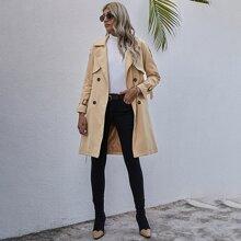 Einfarbiger zweireihiger Mantel mit Guertel