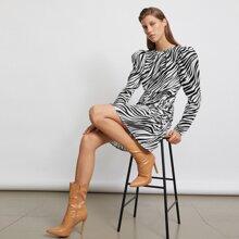 Kleid mit Gigot Ärmeln, Rueschen und Zebra Streifen