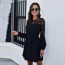 Kleid mit Spitze, Laternenaermeln und Selbstguertel