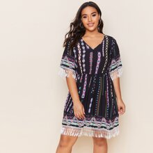 Kleid mit Fransen und Stamm Muster