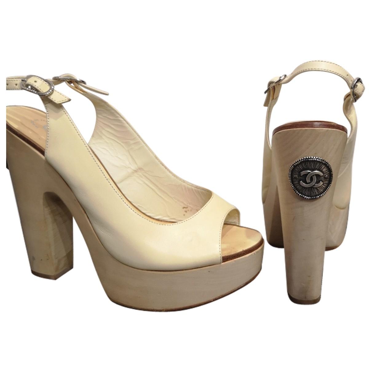 Chanel \N Sandalen in  Ecru Leder