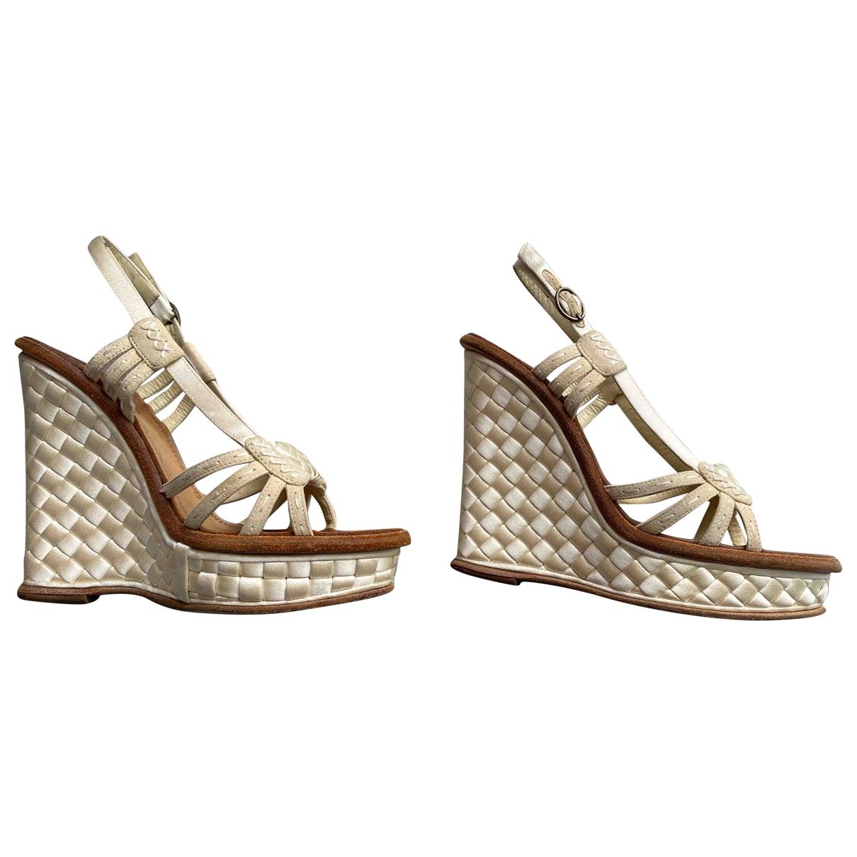 Bottega Veneta \N Ecru Cloth Sandals for Women 37 EU
