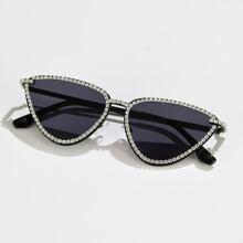 Sonnenbrille mit Strass Dekor am Rahmen