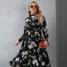 Kleid mit Blumen Muster, Ruesche am Kragen und Guertel