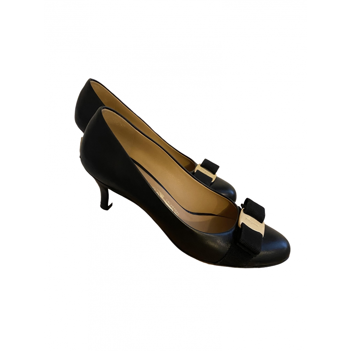 Salvatore Ferragamo \N Pumps in  Schwarz Leder