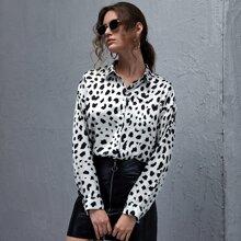 Bluse mit Kuh Muster und Knopfen vorn