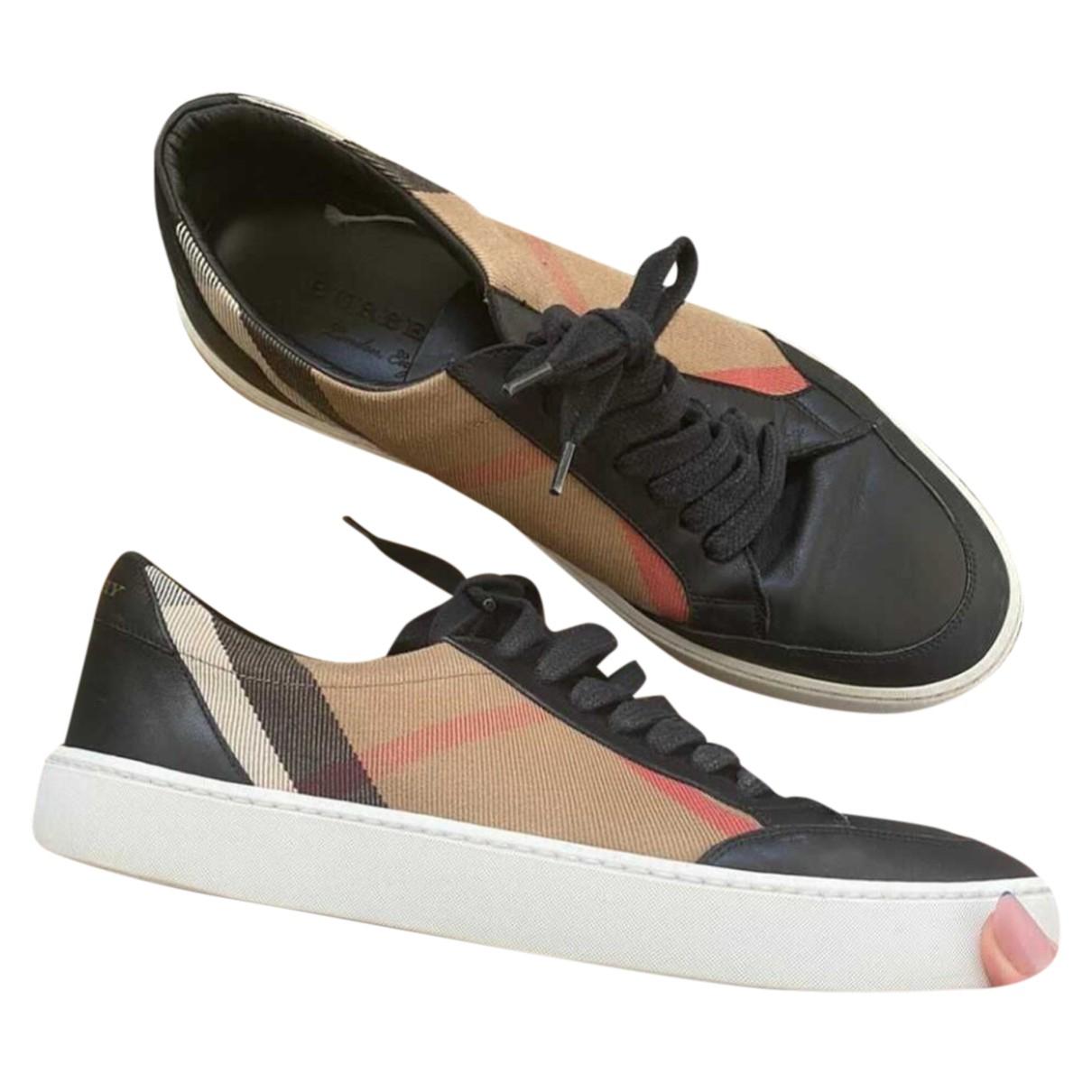 Burberry \N Sneakers in  Schwarz Lackleder