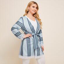 Kimono mit Geo Muster, Spitzen und Guertel