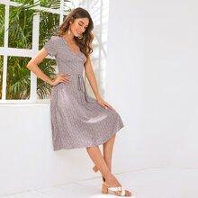 Kleid mit Ruesche, Selbstguertel und Bluemchen Muster
