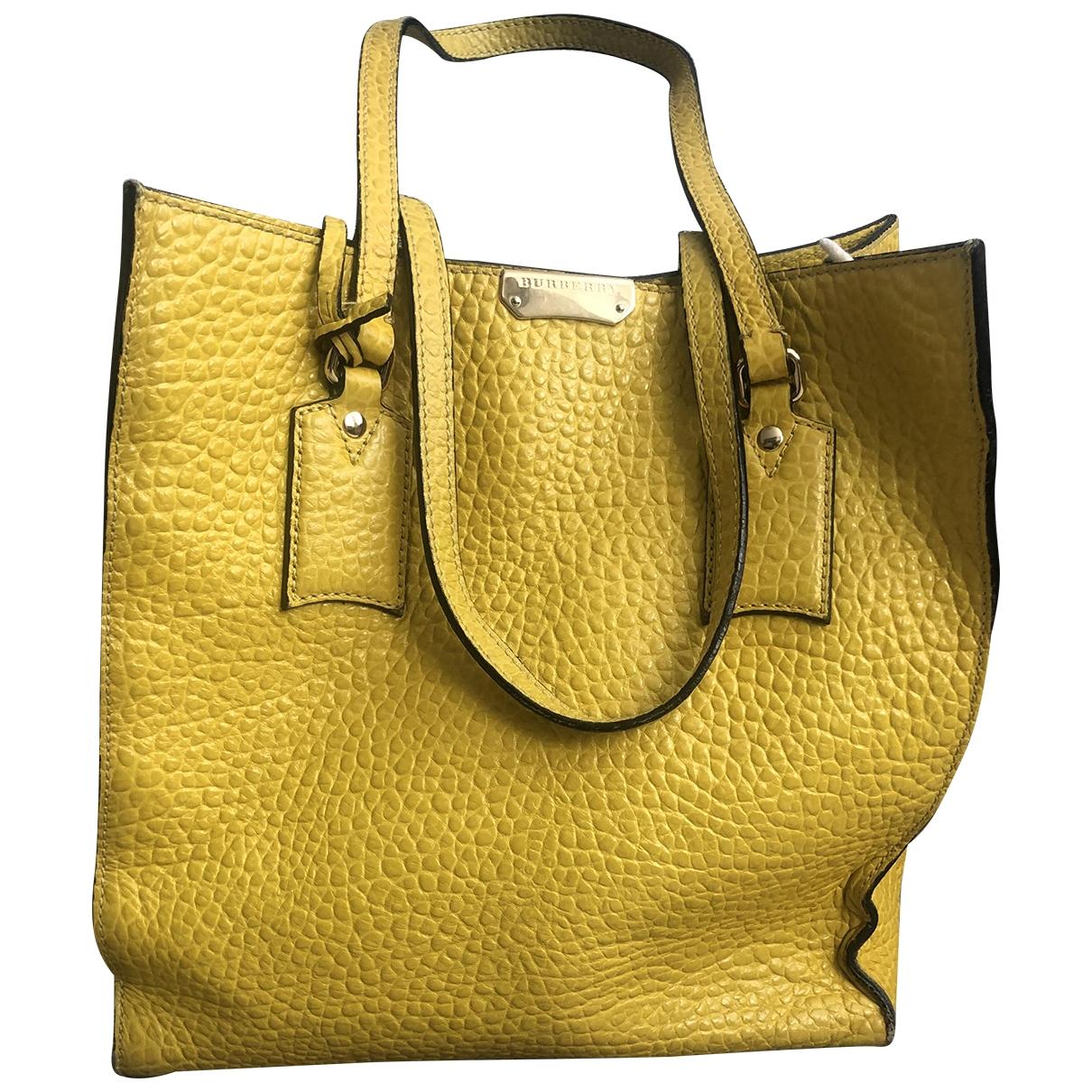 Burberry \N Handtasche in  Gelb Leder