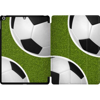 Apple iPad 9.7 (2018) Tablet Smart Case - Two Footballs von caseable Designs