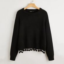 Pullover mit sehr tief angesetzter Schulterpartie und Pompons Detail