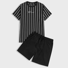 Conjunto de hombres camiseta con estampado de rayas y letra con shorts track de cintura con cordon