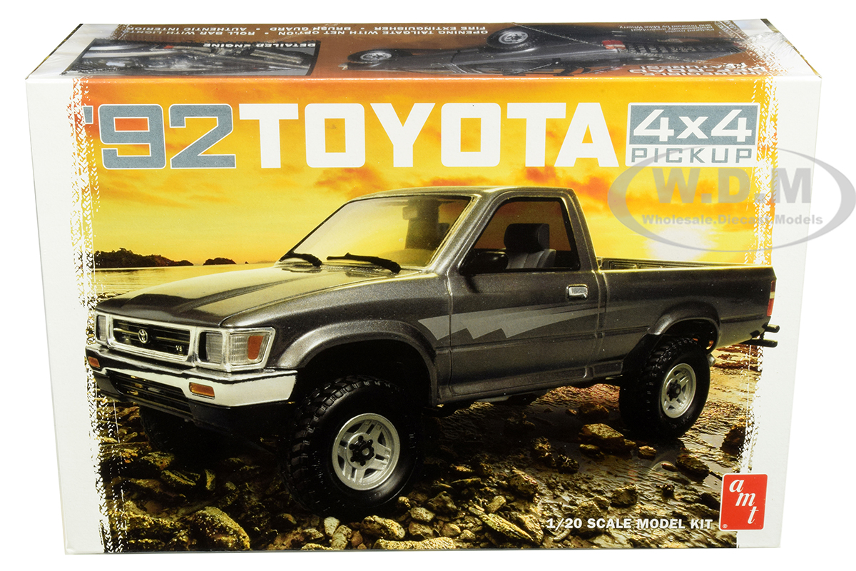 Skill 2 Model Kit 1992 Toyota 4x4 Pickup Truck 1/20 Scale Model by AMT