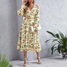 Vestido de cuello V con estampado floral sin cinturon