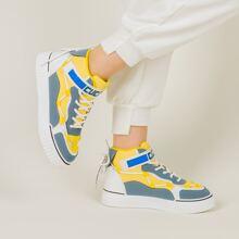 Zweireiige Sneakers mit Klettverschluss