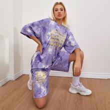 Top mit Buchstaben Grafik, Batik und sehr tief angesetzter Schulterpartie & Shorts Set