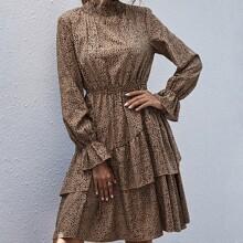Kleid mit Stehkragen, Dalmatiner Muster und mehrschichtigen Rueschen