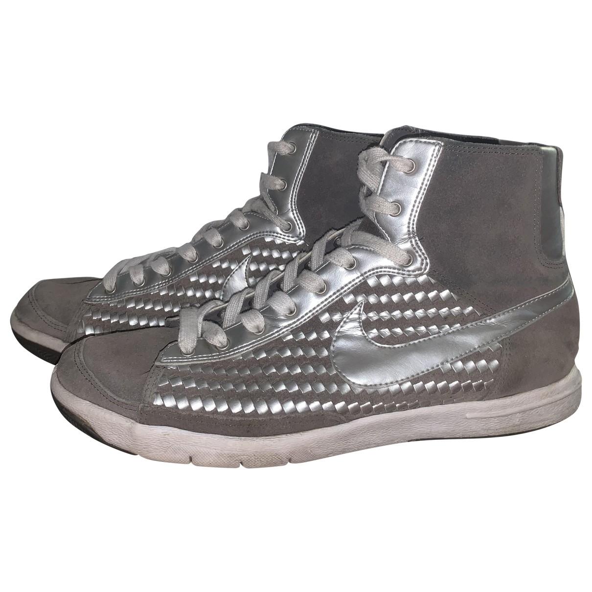 Nike Blazer Sneakers in  Grau Veloursleder