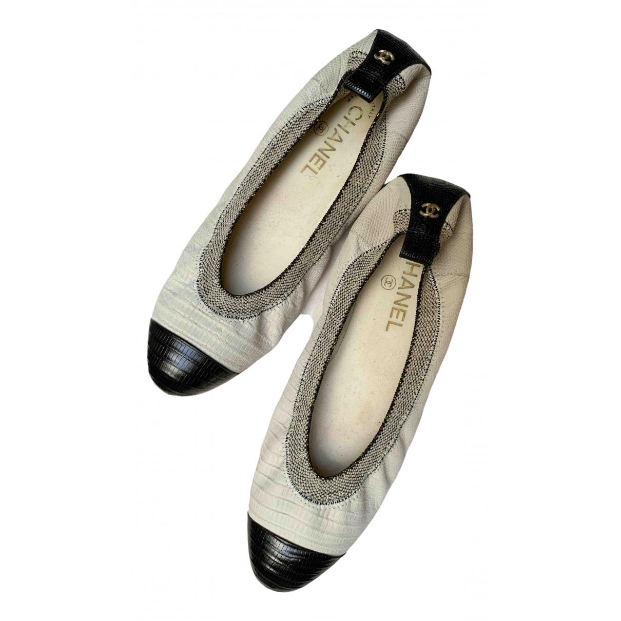 Chanel \N Beige Leather Ballet flats for Women 40.5 EU