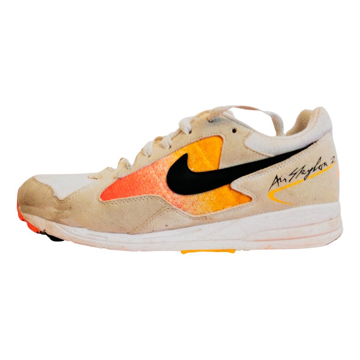Nike Air Skylon II Sneakers in  Weiss Veloursleder
