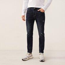 Jeans mit Riss und Waesche