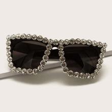 Sonnenbrille mit Strass am Rahmen und Etui