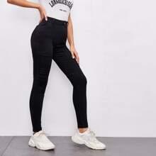 Schmale Jeans mit schraegen Taschen