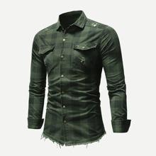 Maenner Hemd mit Riss und Karo Muster