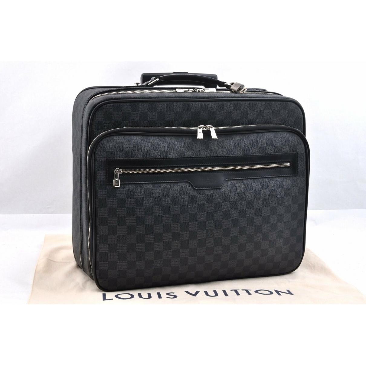 Louis Vuitton \N Reisetasche in  Schwarz Leinen
