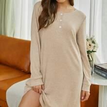 Lounge Kleid mit halber Knopfleiste