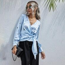 Bluse mit Kranich Muster, seitlichem Band und Wickel Design