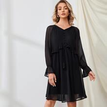 Kleid mit Rueschenbesatz, Band vorn und Netzstoff