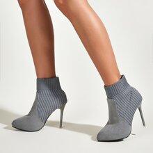 Minimalistische Stiefel mit Strick Detail