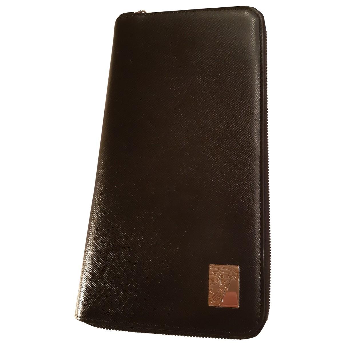 Versace \N Portemonnaie in  Schwarz Leder