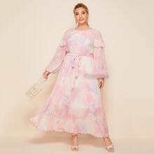 Kleid mit Rueschen, Selbstband, Falten und Batik