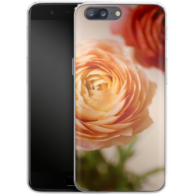 OnePlus 5 Silikon Handyhuelle - She Loved Flowers von Joy StClaire