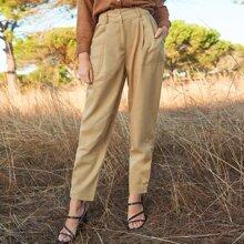 Pantalones con bolsillo lateral con boton