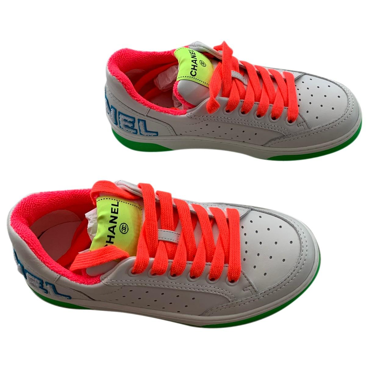 Chanel \N Sneakers in  Bunt Leder