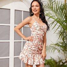 Kleid mit Raffung und Falten vorn