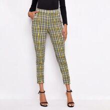 Hose mit elastischer Taille, goldenen Knopfen Detail und Karo Muster