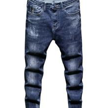 Jeans mit Buchstaben Stickereien