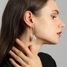 Minimalistische Ohrringe mit Kunstperlen